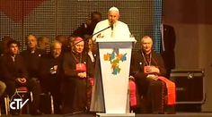 """El Papa Francisco se reunió esta noche con cientos de miles de jóvenes de Paraguay. En el discurso original, que no pronunció esta noche, el Santo Padre alentó a poner en prácticas seis nuevas """"bienaventuranzas""""."""