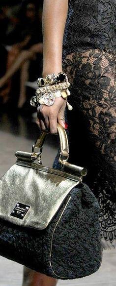 Louis Vuitton 2014 Love it! Louis Vuitton Handbags, Louis Vuitton Speedy Bag, Purses And Handbags, Beautiful Handbags, Beautiful Bags, Gucci, Fendi, Fashion Bags, Fashion Accessories