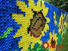 This woman hasn't been throwing bottle caps for months: …- This woman hasn't b… - Zaun Plastic Bottle Caps, Bottle Cap Art, Recycle Plastic Bottles, Fence Art, Earthship, Mosaic Projects, Recycled Bottles, Bottle Crafts, Recycling