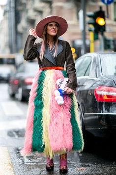 Let's delve into the best street style looks from Milan Fashion Week fall 2016 as presented below! Anna Dello Russo, Weird Fashion, Love Fashion, Fashion News, Fashion Trends, Style Fashion, High Street Fashion, Top Street Style, Street Chic