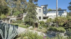 Sheryl Crow Sells Los Angeles Compound to Alan Ball   Variety