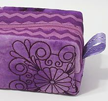 Quilting with Decorative Stitches - Zip Pouch Serger Projects, Easy Sewing Projects, Embroidery Software, Machine Embroidery, Free Sewing, Zipper Pouch, Needlework, Coin Purse, Quilts