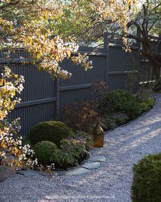 Hur vi tänkte och byggde Katrinelunds Trädgårdshus, trädäck & plank – www. Garden Paving, Garden Fencing, Lawn And Garden, Home And Garden, Balcony Garden, Garden Beds, Front Yard Fence, Landscape Plans, Outdoor Living