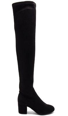 Купить Steve Madden САПОГИ ISSAC в цвете Черный в REVOLVE. Бесплатная доставка и возврат в течение 2-3 дней, 30 дневная гарантия лучшей цены
