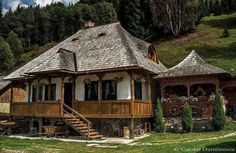 Traditional house from Bucovin, Romania Beautiful Buildings, Beautiful Homes, Beautiful Places, Visit Romania, Little Paris, Cabin Homes, Traditional House, Design Case, Architecture