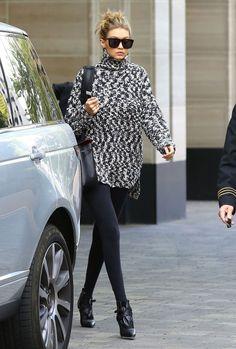 Gigi Hadid looked so stylish in an oversized sweater + black leggings.