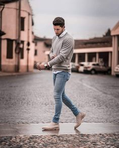 5 Sweater Outfits For Men. How To Look Good In Sweaters 2019 5 Sweater Outfits For Men. How To Look Good In Sweaters The post 5 Sweater Outfits For Men. How To Look Good In Sweaters 2019 appeared first on Sweaters ideas. Mens Fall Outfits, Cool Outfits For Men, Stylish Mens Outfits, Men's Outfits, Winter Outfit For Men, Men's Casual Outfits, Moda Outfits, Mens Winter, Blazer Outfits