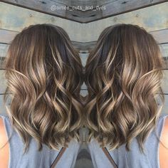 35 Balayage Hair Color Ideas for Brunettes in The French hair coloring technique: Balayage. These 35 balayage hair color ideas for brunettes in 2019 allow to achieve a more natural and modern eff. Brown Balayage, Hair Color Balayage, Balayage Highlights, Caramel Highlights, Balayage Brunette, Brunette Color, Color Highlights, Bronde Bayalage, Medium Hair Highlights