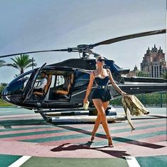 Luxury Lifestyle With Bespoke Pieces Luxus leben Luxury Lifestyle Women, Rich Lifestyle, Rich Kids Of Dubai, Luxury Girl, Billionaire Lifestyle, Sugar Baby, Rich Girl, Photo Instagram, Luxury Travel