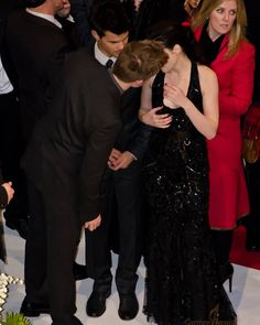 "Robsten Pics ❣ on Instagram: ""Aww 😍😍"" Robert Pattinson And Kristen, Twilight Saga, Book Fandoms, Celebs, Celebrities, Kristen Stewart, Prom Dresses, Couples, Grey"