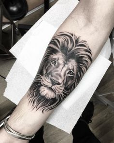 @jordanbaxtertattoo: Brighter picture of this Lion I did yesterday #fst #frithstreettattoo @frithsttattoo