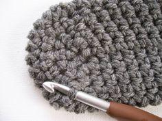 Vivre au crochet: Mocassins faciles --- Easy-peesy Moccasins Moccasins Outfit, Baby Moccasins, Native American Moccasins, Knitted Hats, Crochet Hats, Moccasin Boots, Owl Hat, Winter Hats, Diy Crafts