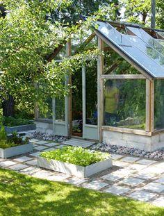 ohjeita: DIY kasvihuone Window Greenhouse, Greenhouse Shed, Greenhouse Gardening, Greenhouse Effect, Garden Pots, Garden Sheds, Conservatory Garden, Hot House, Backyard