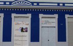 EDITAL PÚBLICO MUSEU UNIVERSITÁRIO DE ARTE DA UFU 2017  O Museu Universitário de Arte – MUnA tem como objetivo promover e divulgar manifestações artísticas relevantes e oferecer ao público de Uberlândia e região a oportunidade de conhecer presencialmente produção de artistas e pesquisadores do Brasil e do exterior. O MUnA abre inscrições para artistas e curadores submeterem propostas de exposição nas várias modalidades das artes visuais para o ano de 2017.
