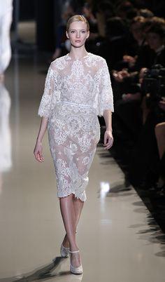 Semana da Moda de Paris: vestidos de noiva 2013. #casamento #vestidodenoiva #midi #ElieSaab