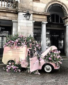 Floral explosion 💥 Covent Garden London Loving seeing this cutie in my hood .