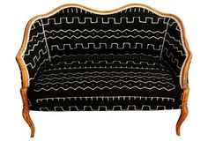 Amazing vintage settee with an equally amazing pattern.