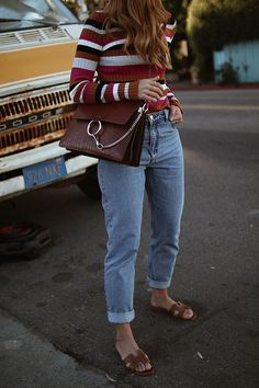 Inspired by Stranger Things. Desi is wearing a multicolored striped shirt, mom jeans, Hermes Oran sandals and Chloé Faye bag. Mom Jeans Outfit, Jeans Outfit Summer, 80s Outfit, Mom Outfits, Jean Outfits, Summer Outfits, Everyday Outfits, Fashion Looks, Cozy Fashion