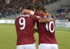 Totti appreciating Osvaldo's feat ROMA-CATANIA (2-2) #Danesco