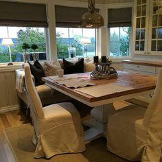 Nydelig på kjøkkenet hos #Repost @villaskaret #londonspisebord #classicliving  Kitchen  #spisestue #spisebord #kjøkken #interor123 #drivved #interior #furniture #home #resirkulerttre #interior2all #interiorforyou #interiordesign #homedecor #homefashion #interiorandhome