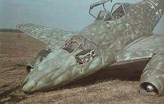 Foto en color de un avión a reacción Alemán Me262 estrellado #Historia