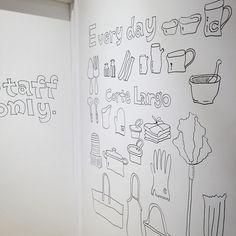 Corte Largo立川店12/10Open  ディスプレイに来たスタッフルームに入る白壁にコルテラルゴのショッパーにもなった絵をフリーハンドで描く  久々壁に思い切り描けるの楽しい  #cortelargo by haruhamiru