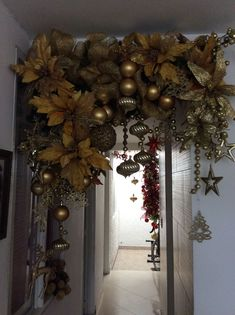In this DIY tutorial, we will show you how to make Christmas decorations for your home. The video consists of 23 Christmas craft ideas. Rustic Christmas Trees, Large Christmas Baubles, Christmas Swags, Christmas Mantels, Noel Christmas, Modern Christmas, Christmas Balls, Beautiful Christmas, Christmas Lights