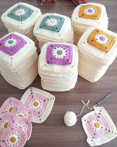 Captivating All About Crochet Ideas. Awe Inspiring All About Crochet Ideas. Point Granny Au Crochet, Baby Afghan Crochet, Crochet Quilt, Crochet Blocks, Knit Crochet, Crochet Daisy, Crochet Motifs, Granny Square Crochet Pattern, Crochet Squares