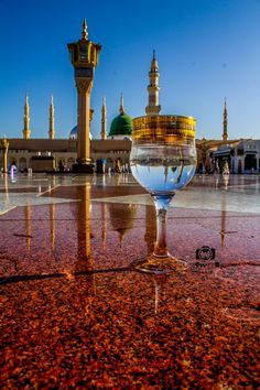madina Photo by mohmmad abdullah -- National Geographic Your Shot Mecca Wallpaper, Quran Wallpaper, Islamic Quotes Wallpaper, Islamic Images, Islamic Pictures, Medina Mosque, Mecca Masjid, Imam Hussain Karbala, Imam Hussain Wallpapers