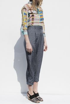 Imagine these pants on a curvy girl. AMAZING!!! I like high waist pants just scratch the shoes and you have winner!!!