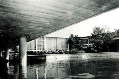 Detalle de la fachada, Casa Echeverría, calle del Agua 350, Jardines del Pedregal, México DF 1955 Arq. Francisco Artigas Foto. Roberto y Fernando Luna