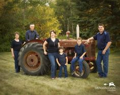 large family photo poses ideas | this family personalized their family portrait with a family heirloom