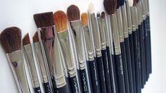 Discover these best mac makeup Advert# 5055 - more_make_up_pintennium Mac Makeup Tips, Best Eye Makeup Brushes, Mac Makeup Set, Best Mac Makeup, Mac Brushes, It Cosmetics Brushes, Makeup Tools, Makeup Cosmetics, Best Makeup Products