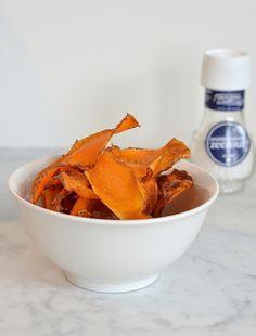 zoete aardappelchips  Ingrediënten (hoeveelheden naar wens) Zoete aardappelen 400 gr kokosvet zonder geur Zeezout
