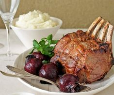 Beef rib roast with potato puree and roasted beetroot recipe.Spruce up a family dinner or mark a special occasion by preparing this succulently seasoned beef, fittingly partnered with tender roasted beetroot and creamy mashed potato. Slow Cooked Roast Beef, Beef Rib Roast, Beef Ribs, Slow Cooker Beef, Beef Recipes, Cooking Recipes, Savoury Recipes, Beetroot Recipes
