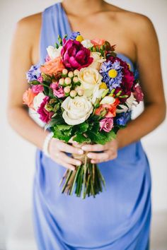 Your wedding bouquet must accent your bridal style. Look at the small wedding bouquets they are more comfortable for holding and doesn't lock wedding dress. Small Wedding Bouquets, Flower Bouquet Wedding, Bridesmaid Bouquet, Bridal Bouquets, Silk Flower Bouquets, Small Weddings, Small Bouquet, Barn Weddings, Destination Weddings