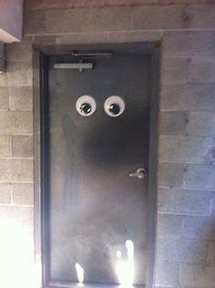 googly eyes door Moving Eyes, Googly Eyes, Stupid Stuff, Door Handles, Upcycle, Birthday, Ideas, Door Knobs, Protruding Eyes