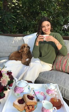 Taking time out to relax is a priority for Miranda Kerr, so it's no wonder she loves drinking tea for winter wellness. READ her full story #ontheblog #MirandaKerr