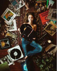 #vinylgirl #vinylettes #girlswithvinylrecords #vinylcollection #record #vinylfun #recordlover #thevinylday #recordplayer #lpcollector…