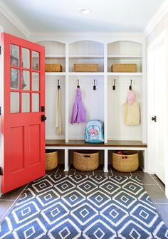 Mudroom Ideas – A mudroom may not be a very essential part of the house. Smart Mudroom Ideas to Enhance Your Home Architecture Renovation, Home Renovation, Home Remodeling, Remodeling Contractors, Bathroom Remodeling, Camper Renovation, Young House Love, Home Design, Interior Design