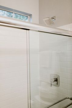 The before and after of this remodel is one I'm very excited to share! With remodeling the MOMables Studio I also had to update the master bathroom.