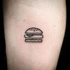 For the hamburger lovers. | 24 Super Cute Tattoos For People Who Are Slightly Obsessed With Food | https://lomejordelaweb.es/
