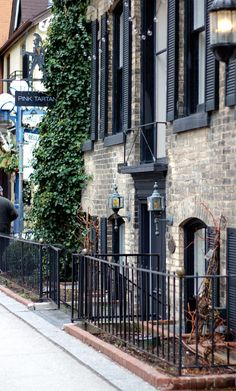 Toronto Travel Guide: Restaurants, Bars & Shops | Not Your Standard