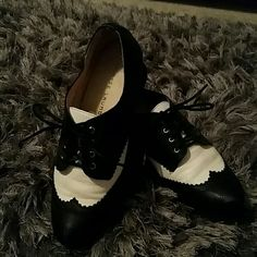 Chinese laundry Oxford wedge shoes Black and white Oxford with wedge like heel Chinese Laundry Shoes Wedges