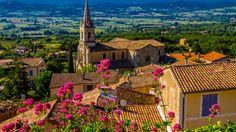Скачать обои цветы, поля, горы, Франция, дома, деревья, крыши, Bonnieux, лето, солнце, раздел пейзажи в разрешении 1920x1080
