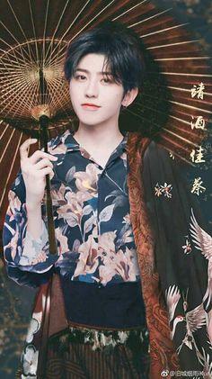 Is this even real? Lisa Blackpink Wallpaper, Cute Korean Boys, Flower Boys, Cute Actors, Chinese Boy, Ulzzang Boy, Man Photo, Hot Boys, Asian Men