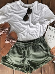 Day off essentials 👌 Source by ALynnMarsh Related Posts:Women Trendy Wide leg Pants for summer outfits…Summer Outfit Idea comfortable summer outfit to school outfit. casual outfit idea with long striped…Lady Style in Red Florida Outfits, Hawaii Outfits, California Outfits, Hawaii Clothes, Honeymoon Clothes, Tumblr Summer Outfits, Cool Summer Outfits, Spring Outfits, Summer Outfits For Vacation