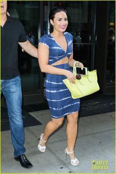 demi lovato bikini top pool party z100 katy likeness 05 Demi Lovato rocks some sexy thigh-high stiletto boots at her