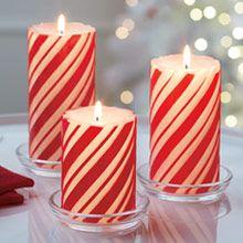 GloLite Joulumauste 3-osainen raidallinen Pilari kynttilä, kynttilöiden alla kirkas lasialusta, myydään erikseen.
