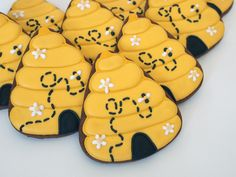 Won't You Bee Mine! Beehive Sugar Cookies from a Candy Corn Cutter | Make Me Cake Me
